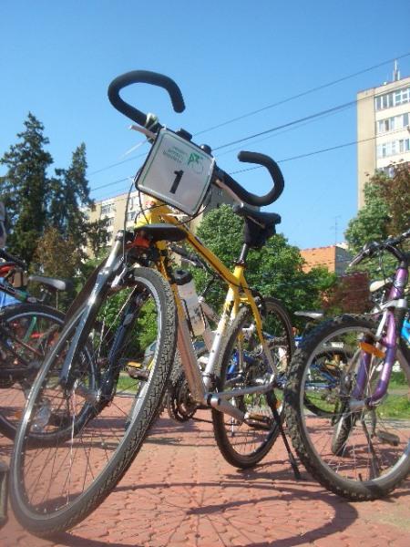 Macar si pentru o primavarateca dimineata de sambata, puterea pedalei a trecut pe primul loc pe strazile Timisoarei. Verde pentru biciclete!
